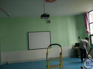 西山区某外国语小学多媒体教室